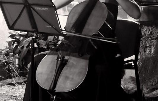Alexandra Efterescu cellist